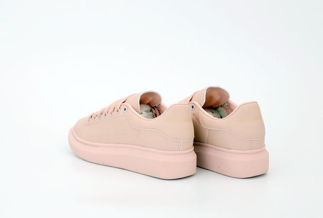 Жіночі кросівки Alexander McQueen в рожевому кольорі фото