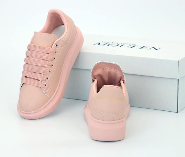 Alexander McQueen в розовом цвете фото