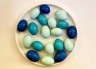 Синие яйца с молочным шоколадом и миндальным орехом, 100 г
