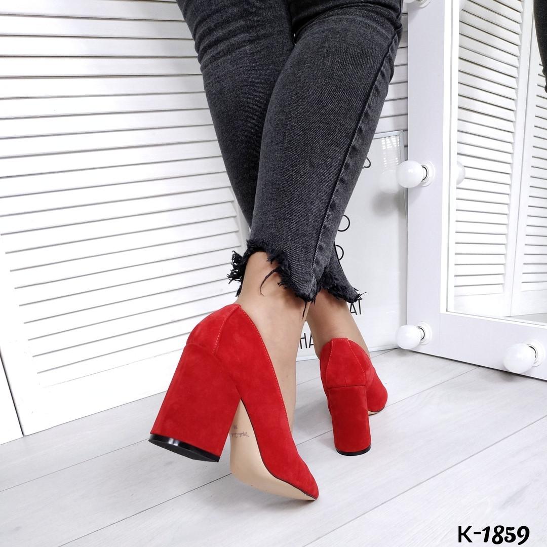 Туфли из натуральной замши красные