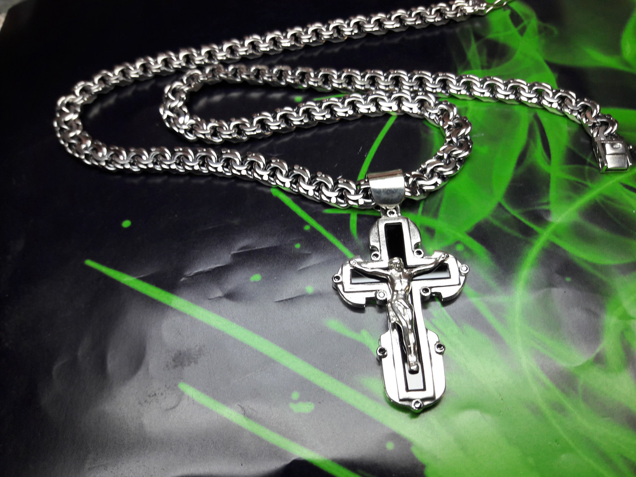 Серебряная цепочка и крестик с ониксом