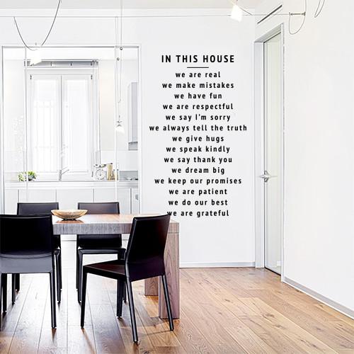 Текстова наклейка In this house 1, (наклейка на стіну В нашому домі, стікер У нашому домі)