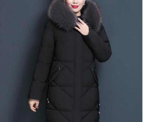 Куртка женская стеганая с капюшоном и меховой отделкой, черная