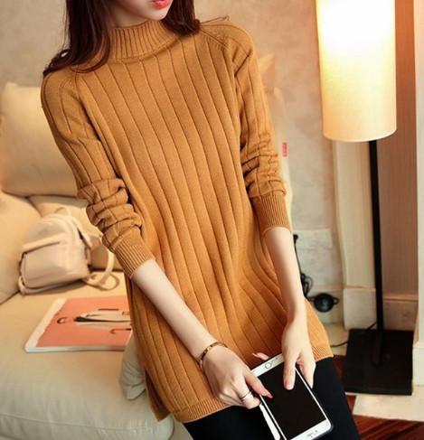 Удлиненный женский теплый свитер-туника коричневого цвета