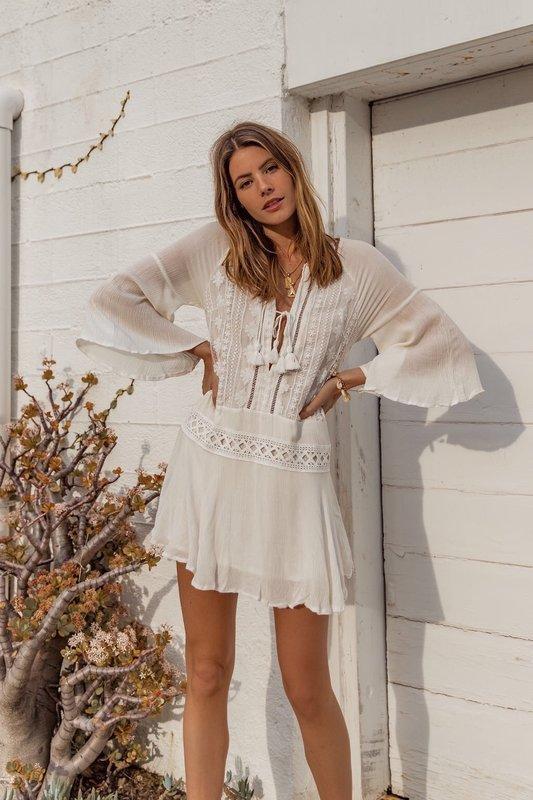 Туника женская пляжная короткая с вышивкой  на сетке и кисточками