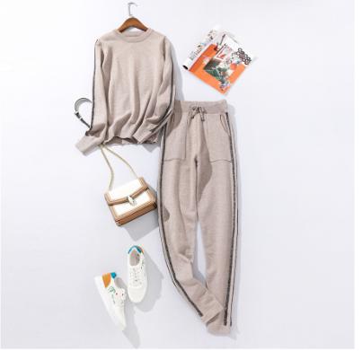 Костюм вязаный свитер и штаны размер S/M