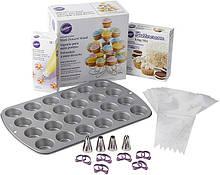 Wilton Большой набор Все для миникапкейков Bake Decorate and Display Mini Cupcake Making Set