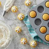 Wilton Большой набор Все для миникапкейков Bake Decorate and Display Mini Cupcake Making Set, фото 6