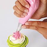 Wilton Набор для радужных мини капкейков Over the Rainbow Mini Cupcakes Decorating Set, фото 2