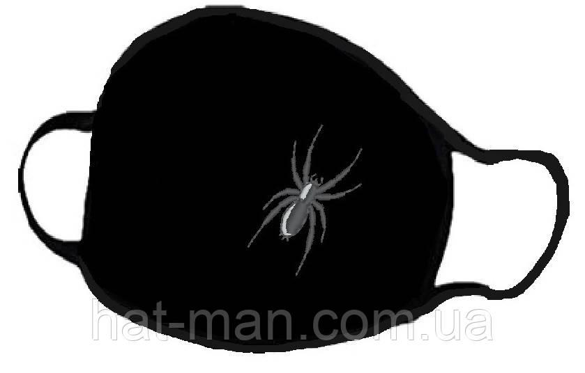 Маска з вишивкою павучка