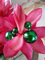 Серьги шары Dior зеленые металлик