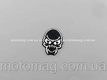 Наклейка пластикова череп