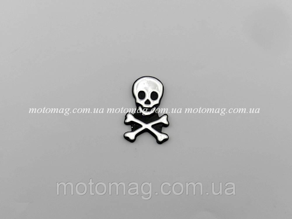 Наклейка пластиковая череп с костями