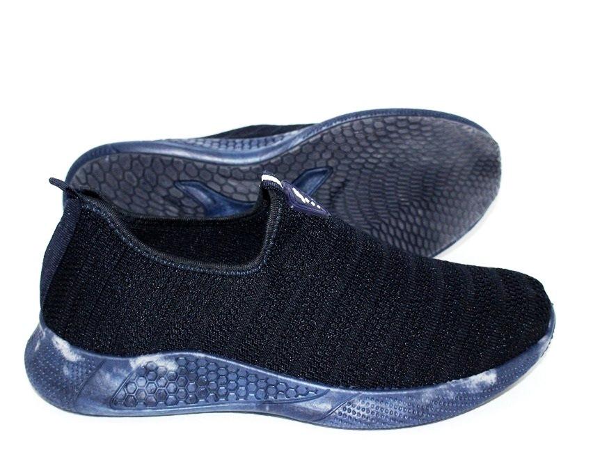 Мужские текстильные кроссовки черные с синей подошвой
