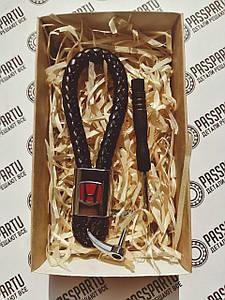 Брелок кожаный с логотипом Хонда плетеный черный + карабин для ключей с маркой Honda в подарочной коробочке