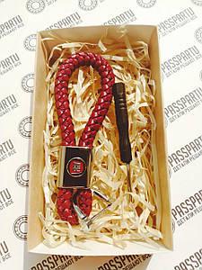 Брелок кожаный с логотипом Фиат плетеный красный + карабин для ключей с маркой Fiat в подарочной коробочке