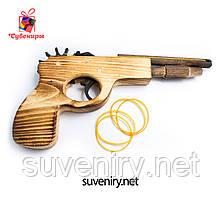 Дитячий дерев'яний пістолет