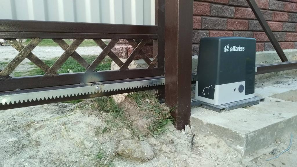 Встановлення автоматики розсувних воріт V2 у селі Бережани