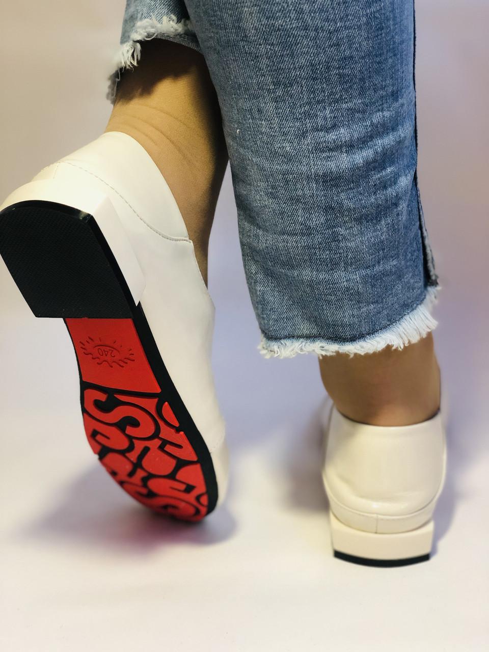 Стильные женские белые туфли-мокасины . Натуральная лакированная  кожа. 37.39.40 Vellena