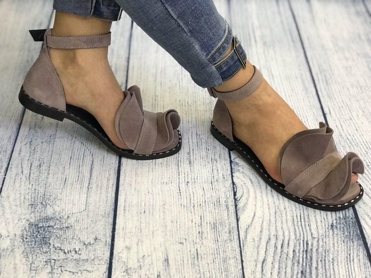 Замшевые босоножки мокко 1 см каблук, кожа или замша пошив с рюшечкой размеры 36-41