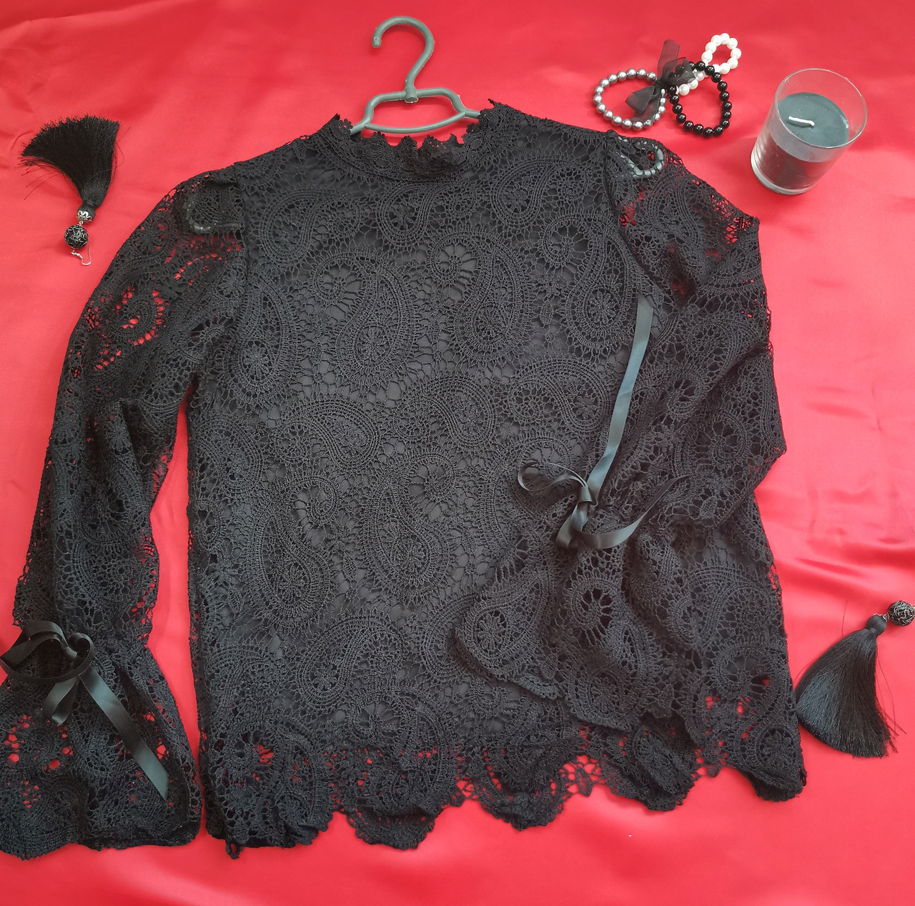 Мереживна чорна жіноча блузка