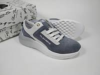 Стильные замшевые кроссовки серого цвета с белой вставкой. Удобный и элегантный дизайн. 36, 37, 38, 39, 40 р