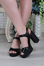 Классические босоножки на каблуке