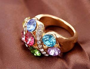 Кольцо цвета  лимонного   золота   с яркими  большими  разноцветными цирконами