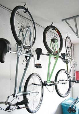 Универсальные кронштейны и крюки для велосипедов, колес и другого инвентаря