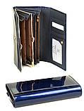 Синий женский кожаный кошелек лаковый на кнопке из натуральной кожи, фото 3