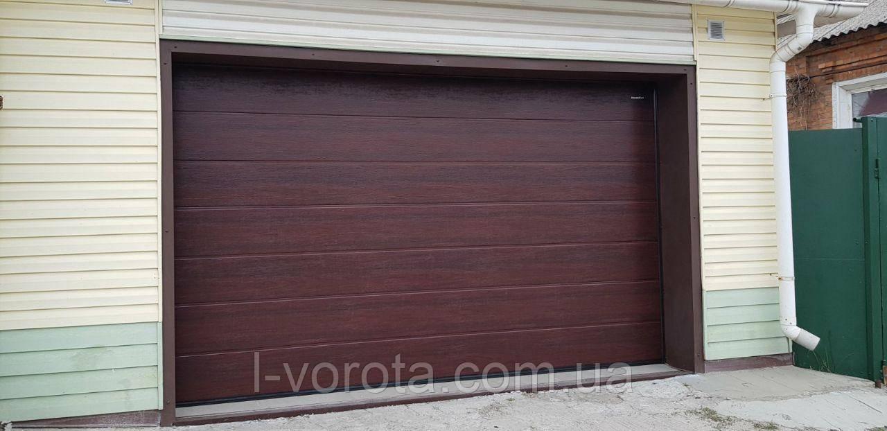 Секционные гаражные ворота DoorHan ш3200мм, в2100мм (цвет махагон)