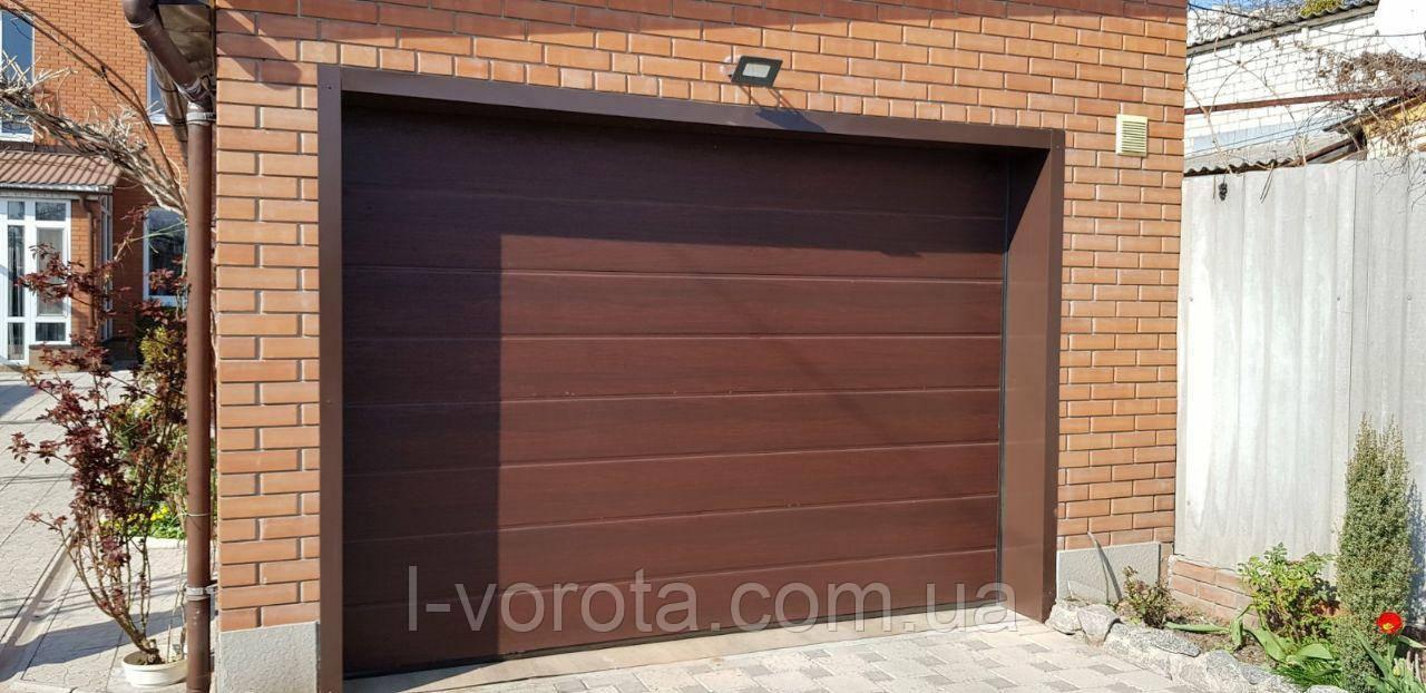 Ворота гаражные секционные DoorHan ш2600мм в2000мм (цвет махагон)