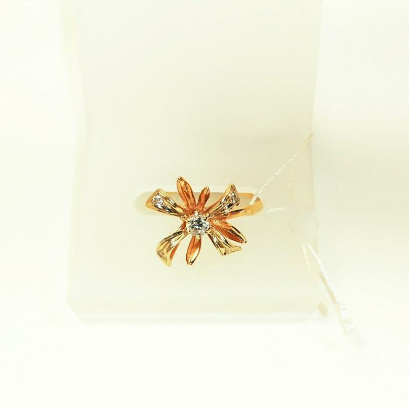 Золотое кольцо с цветком Лия