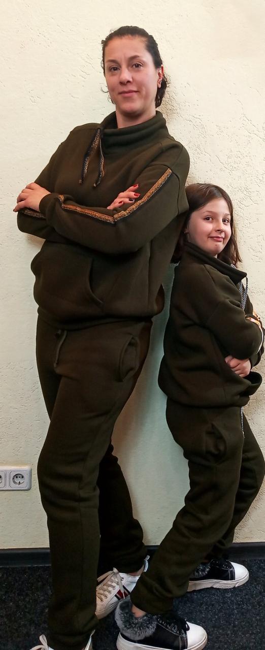 Комплект спортивных костюмов для мамы и дочки