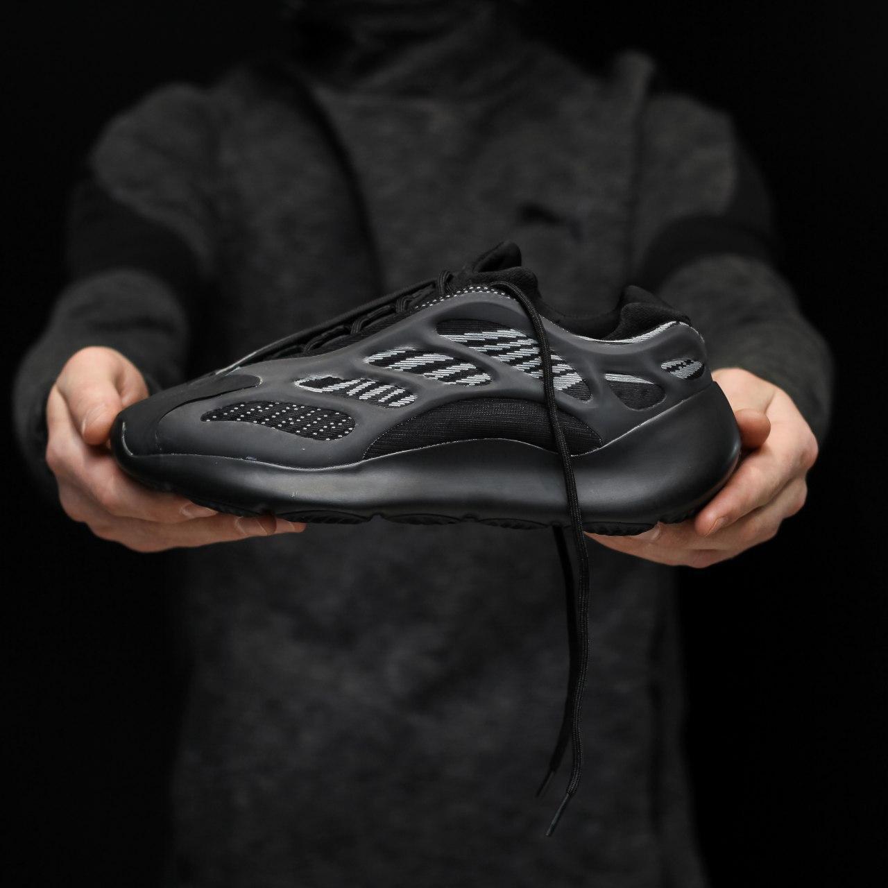 Кроссовки мужские Adidas yeezy 700 v3 черные (Top replic)