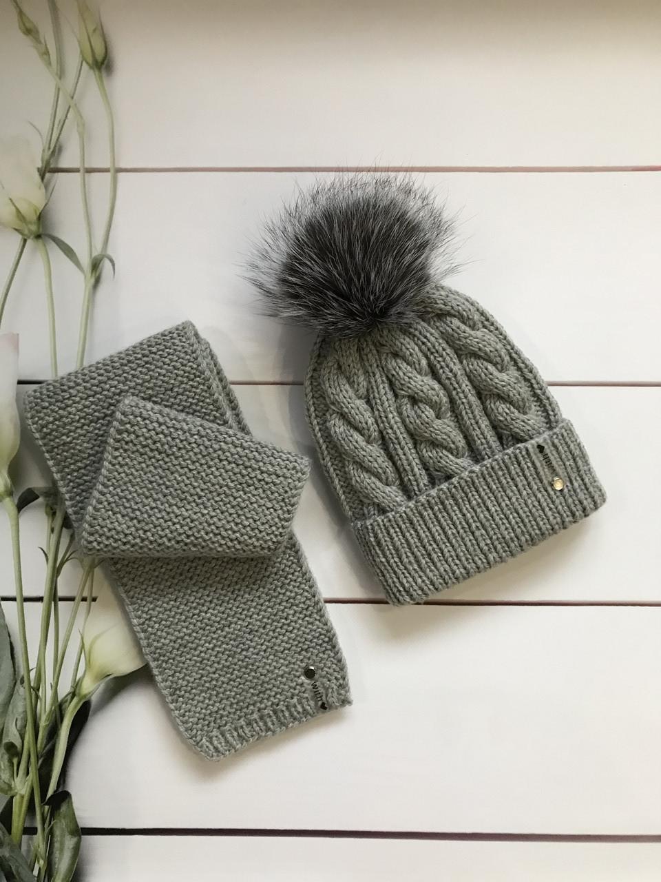 Зимний вязаный тёплый набор шапочка и шарф с натуральным меховым бубоном ручной работы для мальчика и девочки.