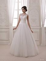 Воздушное свадебное платье А - силуэта с модной аппликацией