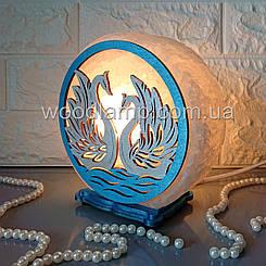 Соляна лампа кругла Лебеді кольорова