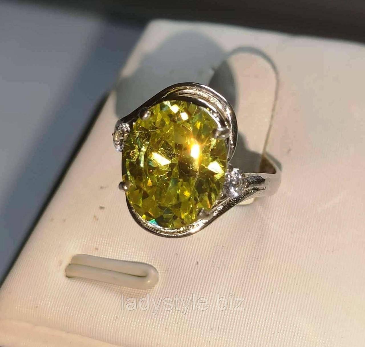 Серебряное кольцо с сфеном (титанит) и сапфирами, размер 16.8