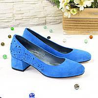 Туфли женские замшевые на невысоком каблуке, декорированы камнями, цвет электрик. 39 размер