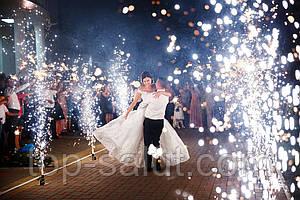 Почему стоит купить бенгальские огни и холодные фонтаны на свадьбу?