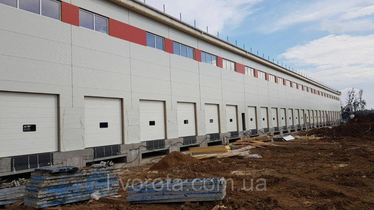 Ворота для логистических складов с окном DoorHan ш2500мм, в2500мм (цвет белый, вертикальный подьем)
