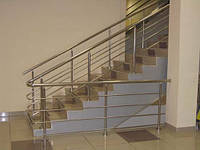 Ограждения лестници из нержавейки с четырьмя леерами
