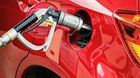Крупейшие сети АЗС вновь снизили цены на бензин и дизтопливо