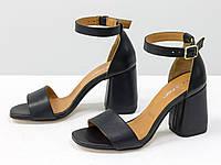 Классические босоножки с закрытой пяткой, на расклешенном каблуке, с ремешком вокруг щиколотки
