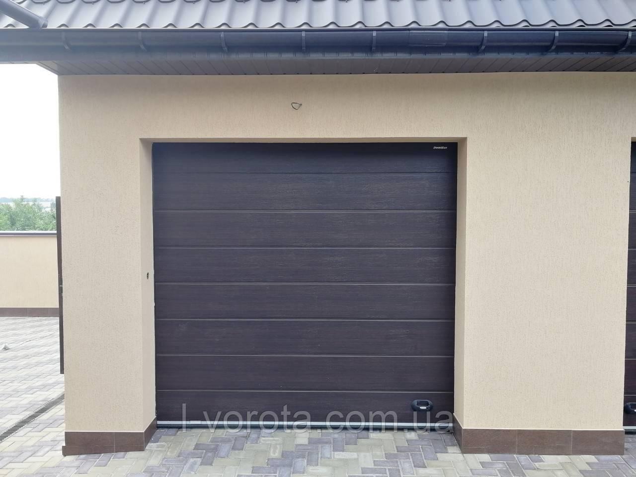 Гаражные подьемные ворота DoorHan ш2400*в2200 (цвет венге)