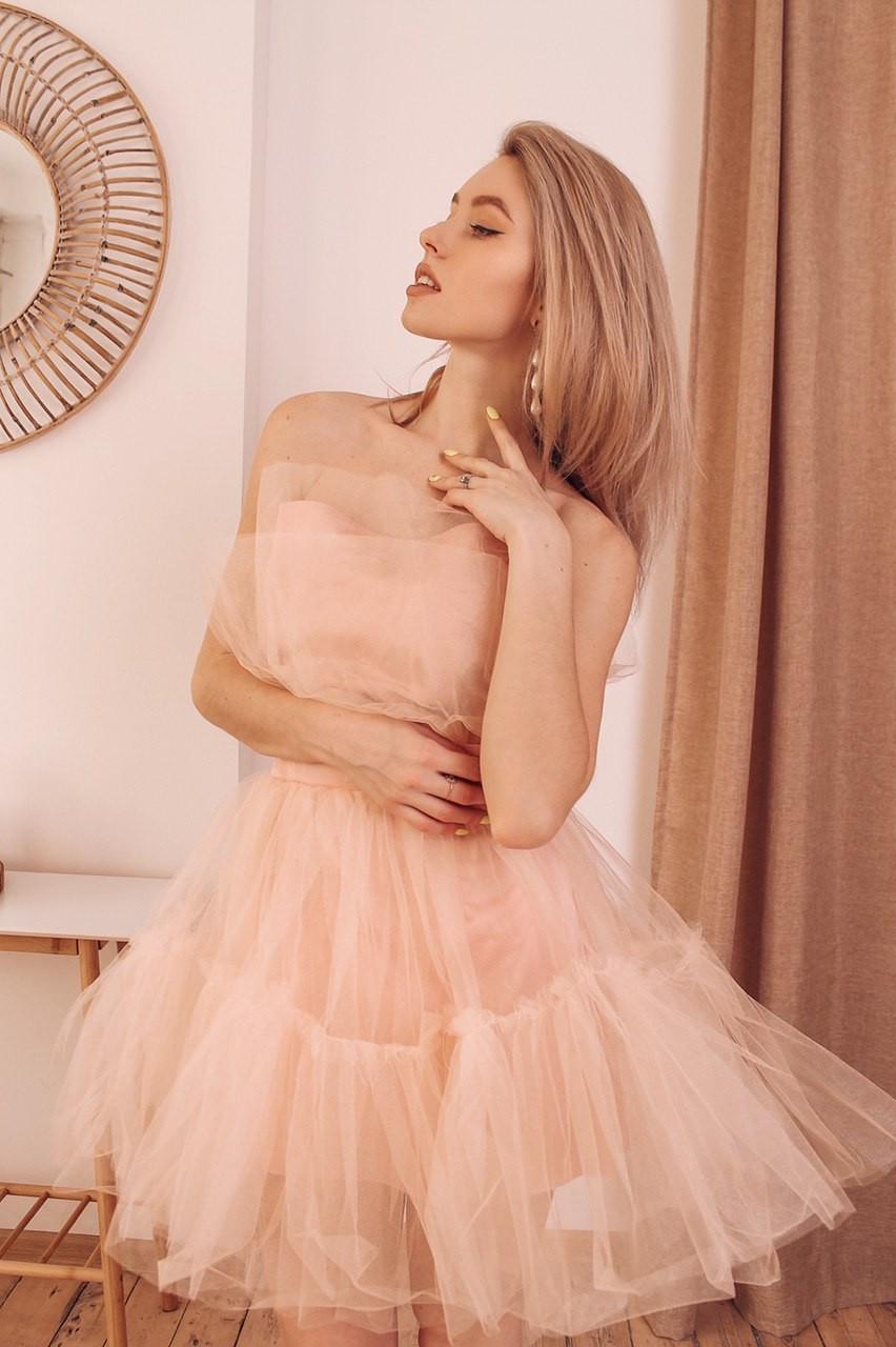 Фатиновое короткое платье с пышной юбкой и открытыми плечами vN6933