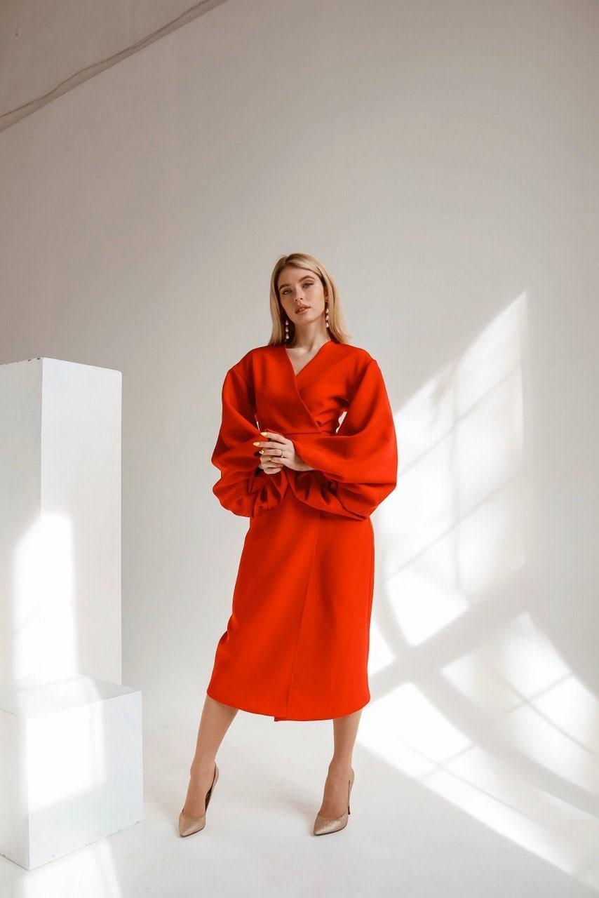 Платье приталенное миди с широкими рукавами vN7066