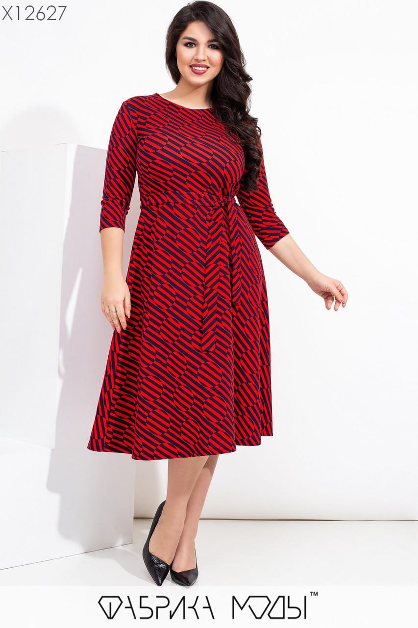 Платье миди в больших размерах в геометрический принт с расклешенной юбкой vN7111