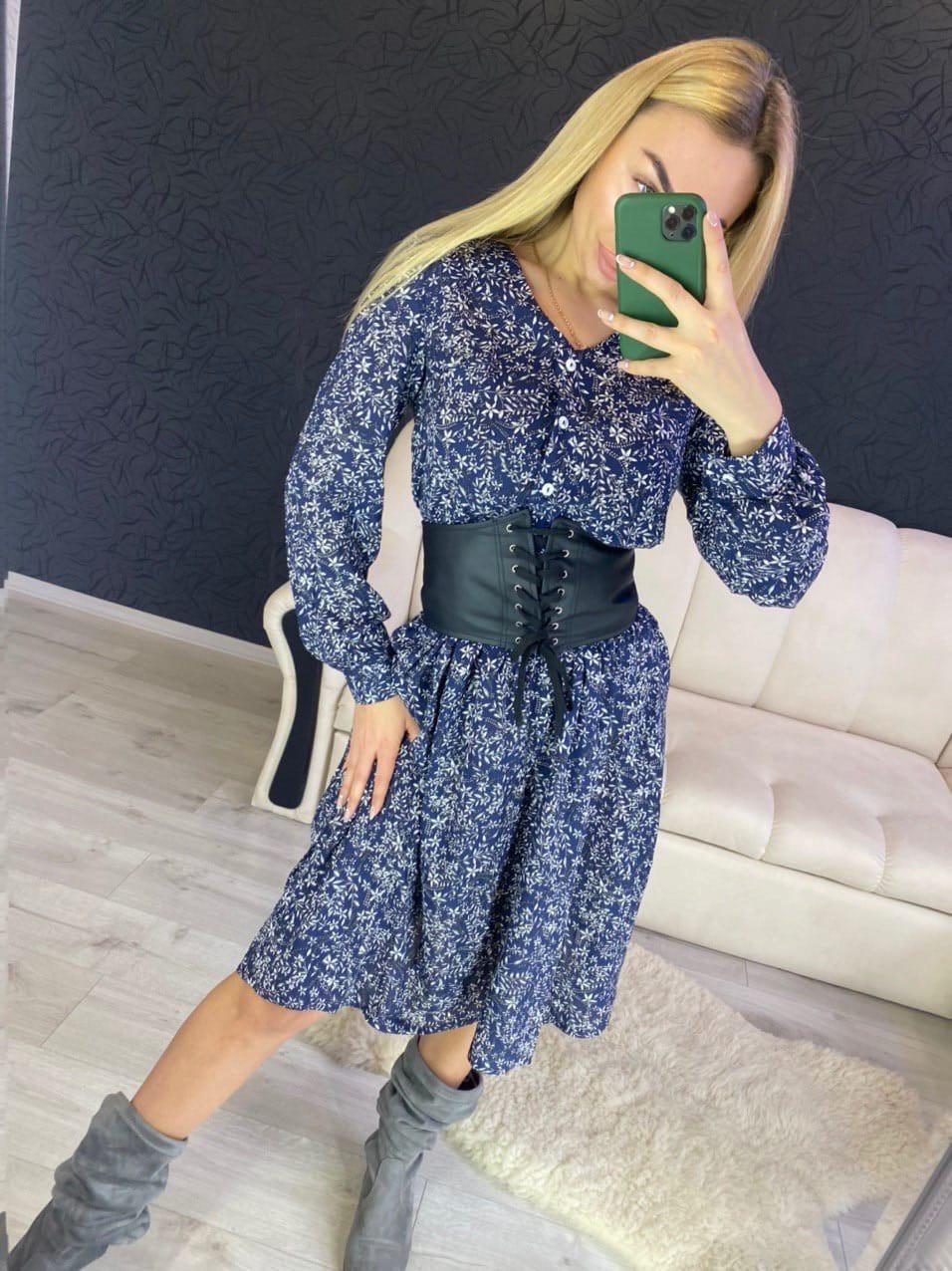 Принтованное платье с расклешенной юбкой и оборкой vN7144